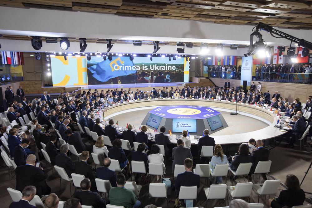 Учесници на самиту Кримска платформа у Кијеву, 23. август 2021. (Фото: Ukrainian Presidential Press Office via AP)