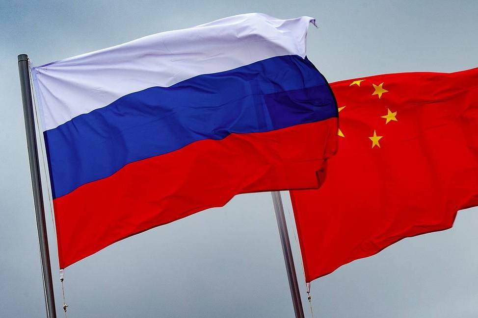 Zastave Rusije i Kine (Foto: Vadim Savitsky/Russian Defense Ministry Press Office/TASS)