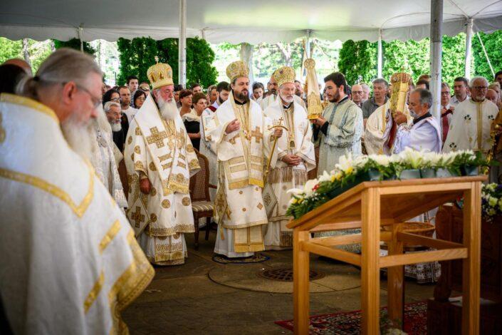O. Miloš Vesin: Crkva je oaza za sve Srbe u rasejanju