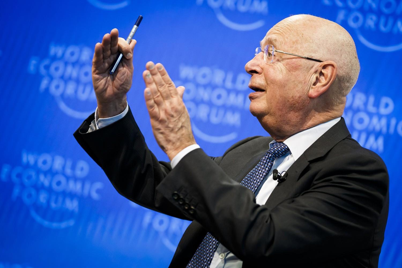 Osnivač i izvršni direktor Svetskog ekonomskog foruma Klaus Švab tokom konferencije za medije, Keln kod Ženeve, 14. januar 2020. (Foto: Valentin Flauraud/Keystone via AP)