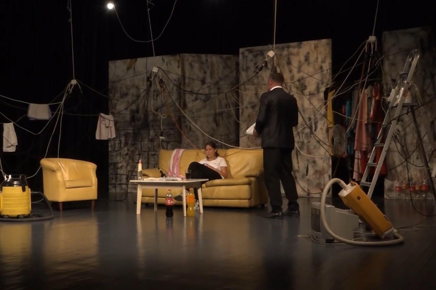 Scena iz jedne predstave na 64. Festivalu festivala u Trebinju (Foto: Snimak ekrana/Jutjub/Herceg Televizija)