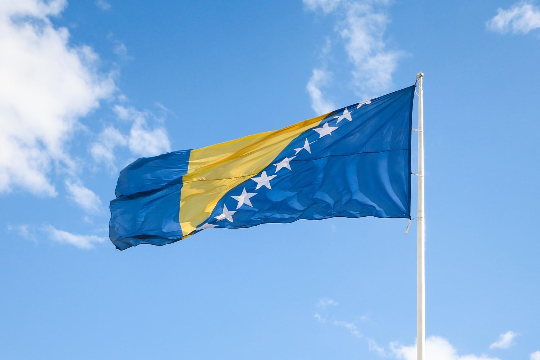 Zastava BiH na Beloj tvrđavi u Sarajevu (Foto: Wikimedia/Bernard Gagnon, CC BY-SA 4.0)