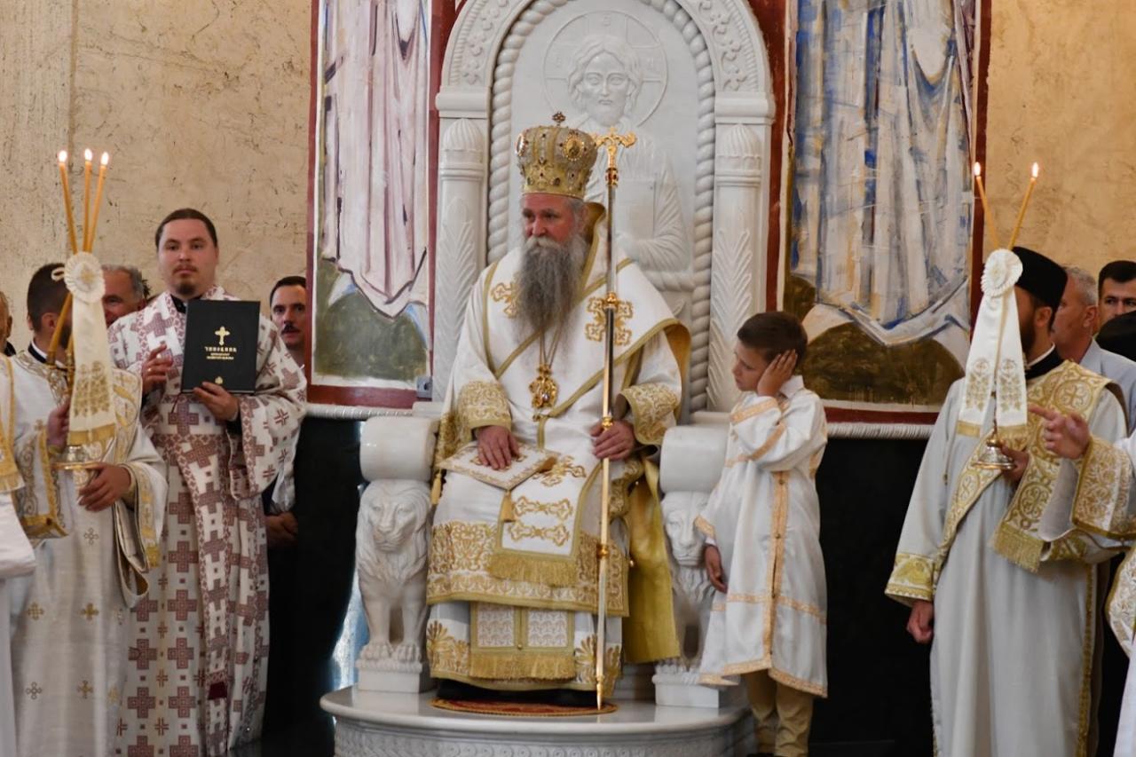 Mitropolit tokom vršenja službe u Sabornom hramu Svetog Jovana Vladimira u Baru, 04. jun 2021. (Foto: Dejan Vukić/mitropolija.com)