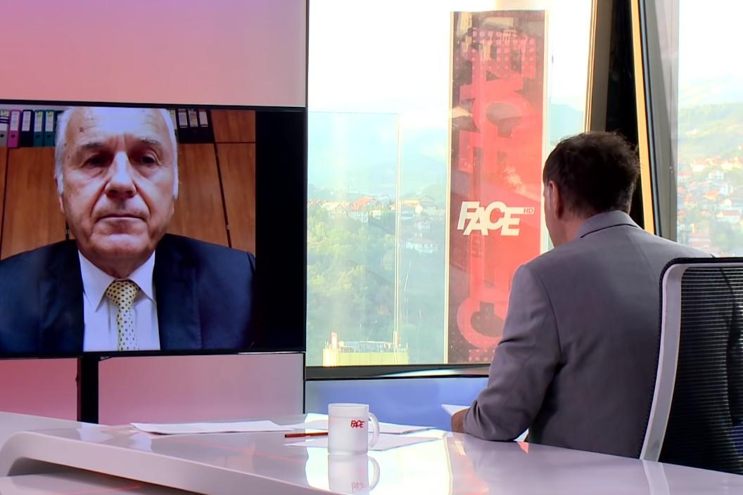 Doskorašnji visoki predstavnik za BiH Valentin Incko tokom intervjua u emisiji Senada Hadžifejzvovića (Foto: Snimak ekrana/Jutjub/FACE HD TV)