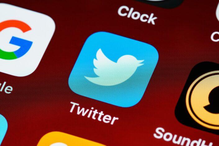 """Tviter označio državne i privatne medije iz Srbije oznakom """"sarađuje sa Vladom Srbije"""""""