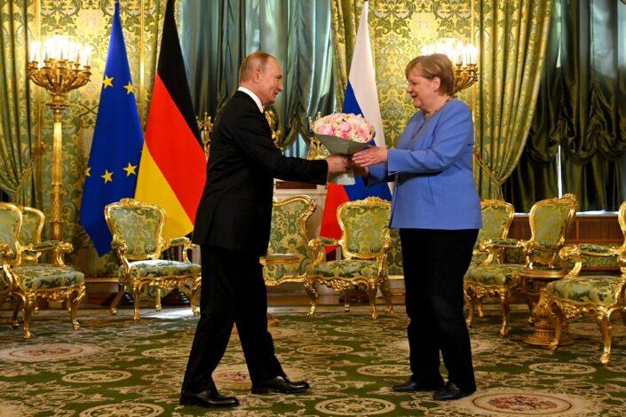Putin Merkelovoj: Uveren sam da vaša poseta nije samo oproštajna