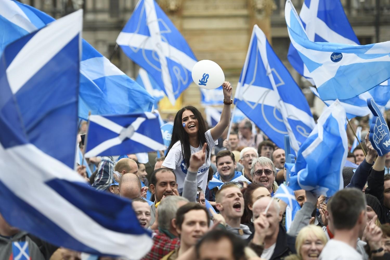 Заговорници шкотске независности на скупу у Глазгову, 17. септембар 2014. (Фото: Reuters/Dylan Martinez)