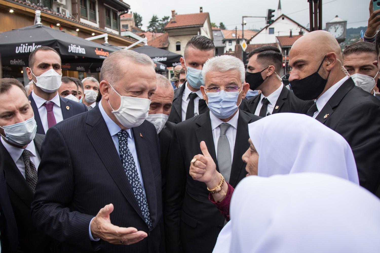 Turski predsednik Redžep Tajip Erdogan u razgovoru sa građanima Sarajeva, 27. avgust 2021. (Foto: predsjednistvobih.ba)