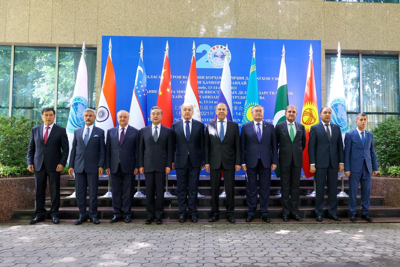 Ministri spoljnih poslova država članica Šangajske organizacije za saradnju (ŠOS) tokom zajedničkog fotografisanja tokom sastanka u Dušanbeu, 14. jul 2021. (Foto: Russian Foreign Ministry/Handout via Reuters)