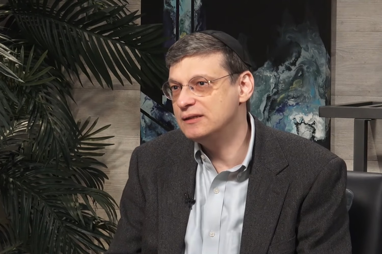 """Izraelski filozof i autor knjige """"Vrlina nacionalizma"""" Joram Hazoni (Foto: Snimak ekrana/Jutjub/The Rubin Report)"""