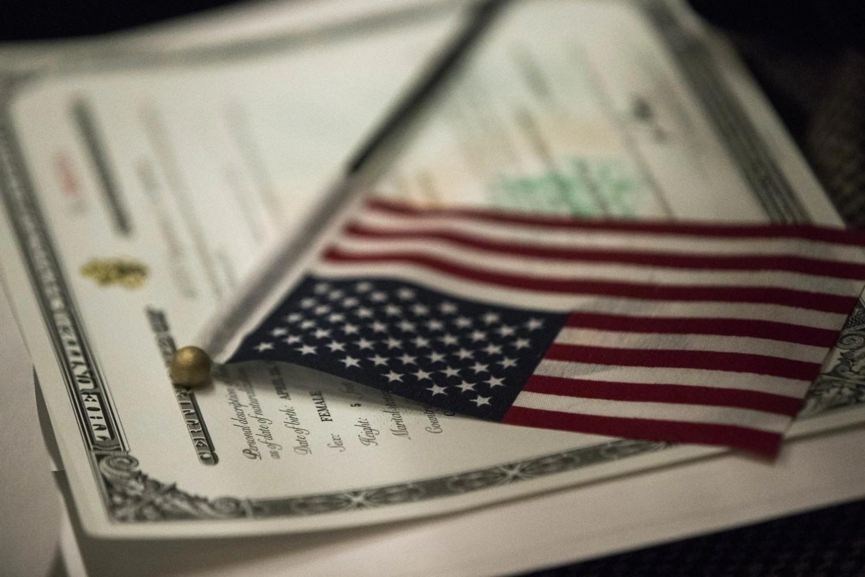 Америчка застава на Уверењу о америчком држављанству (Фото: AP Photo/Mary Altaffer)