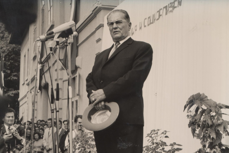 Josip Broz Tito tokom govora na platou ispred železničke stanice u Pirotu, 29. septembar 1965. (Foto: Wikimedia/Historical Archive in Pirot, CC BY-SA 3.0)