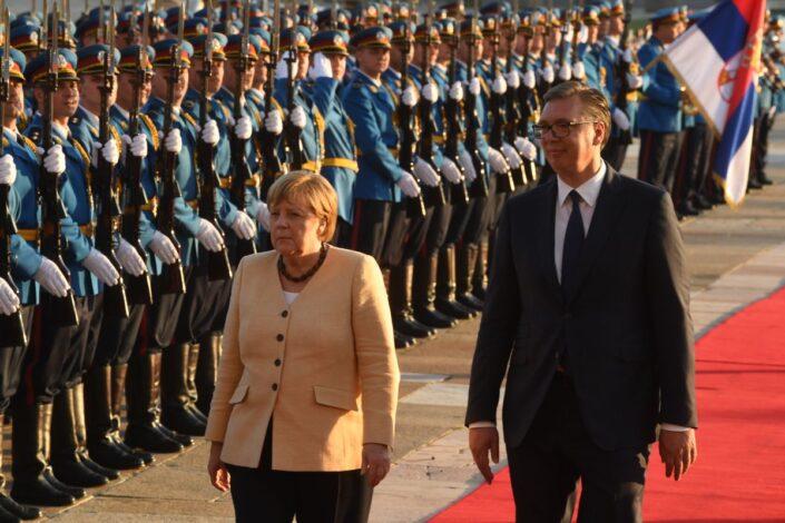"""Dve teme iznenadile, Merkelova poslala snažnu poruku Prištini"""