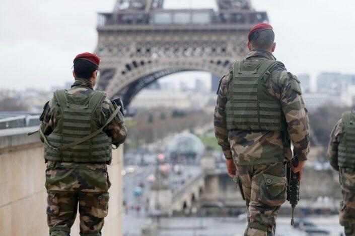 U Francuskoj i levica i desnica pozivaju na istupanje iz NATO-a