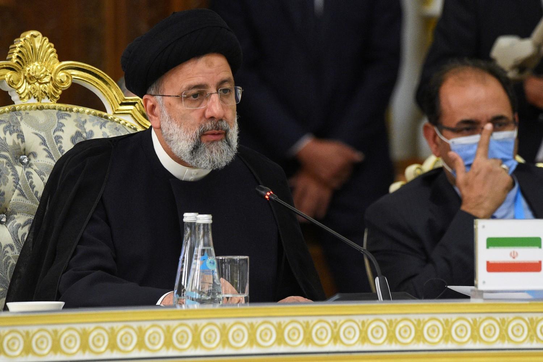 Iranski predsednik Ebrahim Raisi tokom govora na samitu Šangajske organizacije za saradnju (ŠOS), Dušanbe, 17. septembar 2021. (Foto: Reuters/Didor Sadulloev)