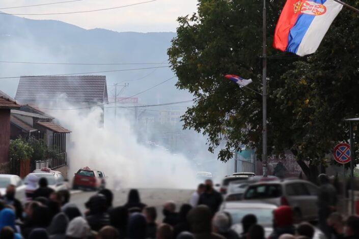 Blic: Britanski obaveštajci igraju glavnu ulogu u neredima na Kosovu
