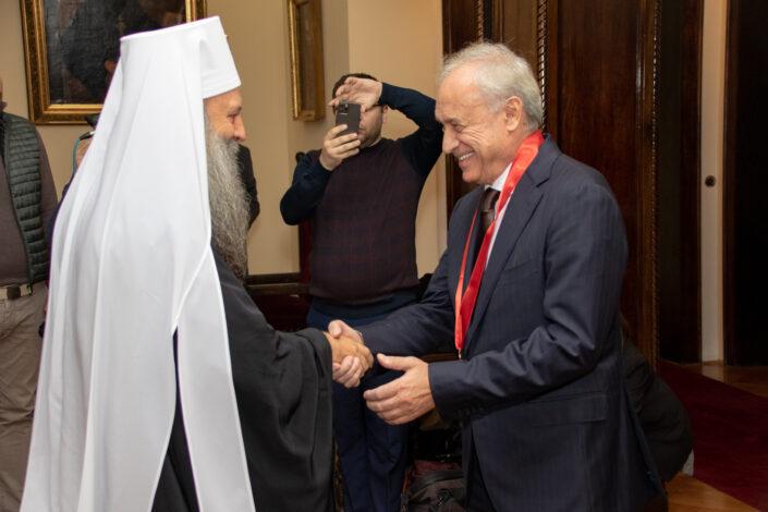 SPC Miloradu Vučeliću dodelila Orden Svetog Save