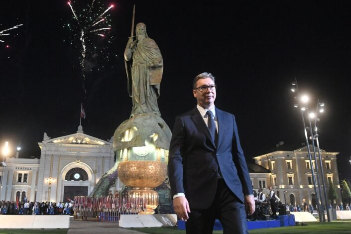 "Umesto ""šestog oktobra"" – lagodna Vučićeva decenija"